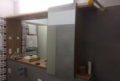 Anfrage: Das ist unser Bad im Moment noch… nach der Sanierung soll an die Stelle des Spiegels ein Spiegelschrank - Schreinerei, Möbel, individuell, hochwertig, Rein-Main-Neckar-Kreis